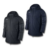 断熱性に優れたナイキTEAM SQUADウィンタージャケットは、寒い日に抜群の暖かさを発揮。 STO...