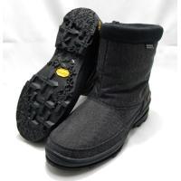 脱ぎ履きしやすいショートタイプのブーツです。耐摩耗性に優れたナイロンとポリエステルの混紡素材をアッパ...