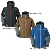 ジャケットには大容量のポケットを配置。手動・自動膨張を着用しても収納力を持てるよう左右に脇ポケットを...