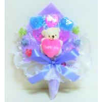 キャンディーで作った花束です。 ハートを抱えたクマさんがポイントの手持ちブーケです。 母の日、誕生日...
