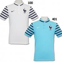 フランス代表(FFF)の2015年モデル、オーセンティックポロシャツ。 フランス代表のアイコニックな...