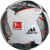 アディダス、サッカーボール4号球。 ドイツ・ブンデスリーガ2016-2017シーズンに使用される公式...