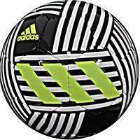 アディダス、サッカーボール4号球。 全方位的な敏捷性、アジリティを司る「ネメシス」シリーズとのデザイ...