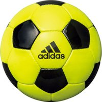 アディダス、サッカーボール5号球。 定番デザインのサッカーボール。日本サッカー協会が定めた基準をクリ...
