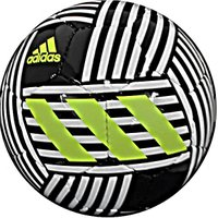 アディダス、サッカーボール5号球。 全方位的な敏捷性、アジリティを司る「ネメシス」シリーズとのデザイ...