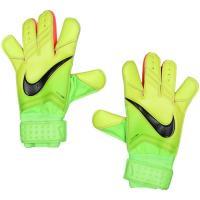 ナイキ、GKグローブ。 ボールコントロール性を高めるため、親指、人差し指、小指と3本の指部にコンタク...