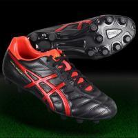 アシックス、サッカースパイク。 耐久性に優れたDS LIGHTのエントリーモデル。履き口周りに耐久性...
