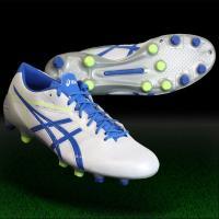 アシックス、サッカースパイク。 素足感覚のボールタッチを。足との一体感が進化したマイクロSKモデル。...
