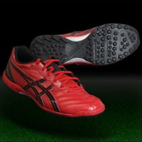 アシックス、トレーニングシューズ。 アッパー前足部にオックスハイド表革を採用し、フィット性と耐久性を...