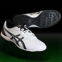 アシックス、トレーニングシューズ。 前足部は広く、中足部からかかと部にかけてしっかりホールドするワイ...