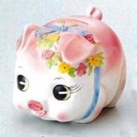 英語で「piggy(ピギー)」は子ブタ、「bank(バンク)」は貯金箱の意味。豚は一度のお産で10匹...