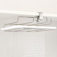 吊り戸棚や、食器棚にしっかりと固定できる、オリジナルデザインのまな板ホルダー。1.5cmから3cmの...