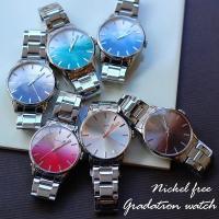 個性的でファッション感覚で身に着けられる、グラデーションのデザイン時計。 大人気のニッケルフリー時計...