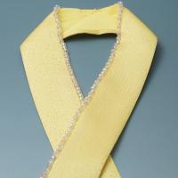 ☆霰地文入りレモン色の正絹地に、金ラメ糸を織り込んだ振袖向きの重ね衿です。  キラキラのクリスタルビ...