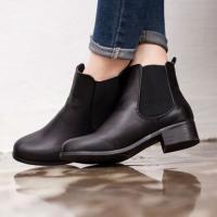秋冬の定番靴、大人気のサイドゴアブーツ。 シンプルなデザインなのでコーディネートの幅が広がります...