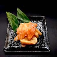 ( サーモン 鮭 )  お刺身 サーモン 切り落とし たっぷり 1kg (200g×5) 小分け 便利