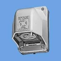 種類  引掛防雨コンセント   定格  20A 250V  コンセント側形状  接地3P(旧4P)