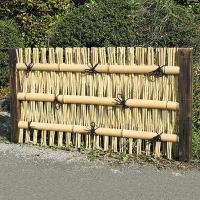 風情あるお庭を演出 商品情報 サイズ 約:幅115×高さ60(cm) 材質 竹製 ※天然竹は丈夫で耐...