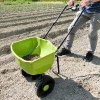 商品情報 レバーを引くと〜直径12ミリの肥料を設定量出せます。 前進するとファンの回転でばらまきます...