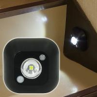 室内用センサーライト 商品情報 ●小型で省スペース!階段用にぴったり! ●人感センサー式 ●粘着テー...