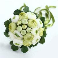 挙式後も思い出の一品としてオールシーズン飾れる美しく咲き続ける 白&グリーンなどの統一されたブーケ。...
