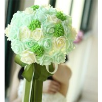 挙式後も思い出の一品としてオールシーズン飾れる美しく咲き続ける。 白&グリーンなどの統一されたブーケ...