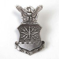 アメリカ軍本物エアフォースロゴバッジ  キャップ用バッジですが ジャケットや シャツの胸に付ける事も...
