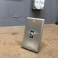 トグルスイッチプレート フラット&BLACK文字プレート 1個用 インダストリアル|lamps1122|02
