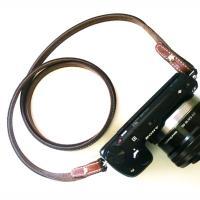 ミラーレスカメラ用のリアルレザー仕様のネックストラップ  商品名  本革SLIMネックストラップ  ...