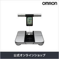 両手両足での測定 OMRONの「HBF-701」は両手両足によって測定するタイプの体重体組成計。 体...
