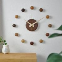 木製のおしゃれな壁掛け時計。 プレゼントとしても喜ばれています。  玉、本体、針の色により6種類から...