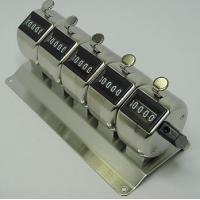 カウンターを連結させプレートに取り付けたタイプの連式カウンターで、5連式です。 各カウンターはレバー...