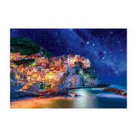 色とりどりの家屋のライトアップと輝く星空のコラボ(イタリア)。従来インキより幅広い再現領域を持つ広演...