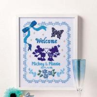 お花やリボンなどかわいいモチーフが魅力のウェルカムボード。中心のミッキー&ミニーと蝶々はフロ...