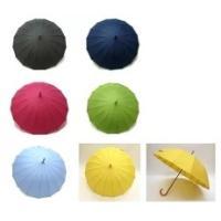 今流行の和傘風16本骨傘! 風雨に耐えられる丈夫な作りと円の様な美しい曲線が特徴です。  ・黒メッキ...