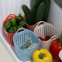 使いかけの野菜でゴチャゴチャの野菜室で仕切りとして使える便利なバスケットです。野菜を傷めにくいやわら...