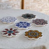 ●鮮やかな色彩と花柄が美しい、トルコの伝統的なイズニック陶器の技術を生かしたIZNIK(イズニック)...