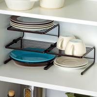 食器棚内のお皿の整理に便利なディッシュラックです。お皿の収納や、キッチンカウンターで調味料や小物置き...