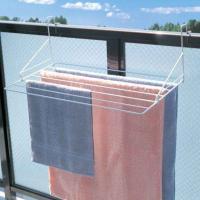 ●幅広の6本掛けで、バスタオルなどもゆったりと干せるベランダ用物干しです。 ●10cmまでの手すりに...