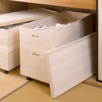 ●桐材は湿気がこもりやすい押し入れやクローゼットの中に収納するのに適しています。 ●キャスター付きの...