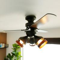3灯・3枚羽のスマートタイプのシーリングファンです。 サイズ:幅90x奥行90x高さ42cm 素 材...