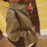 オトナの個性を引きたててくれるデザイン性&女性らしい着こなしが楽しめるスプリングコート。 紐...