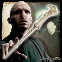 主人公ハリーポッターの最大の敵、ヴォルデモートの杖(レプリカ)です。 魔法界で最も恐れられる闇の魔法...