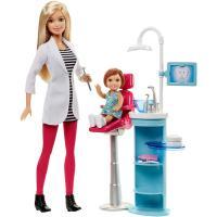 バービーと一緒に、歯医者さんになりきろう! ピンクのパンツスタイルに白衣を着た、すてきな歯医者さんの...