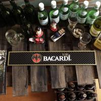 ラム酒で有名な「バカルディ」のラバー製バーマット!\( ̄∇ ̄+)  純粋にバーマットとして使うのはも...