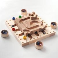 年長の人からゲームスタート!ボードに並べられたキュボロパーツを3種類のチェンジの方法から選んで3回動...