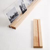 複数の写真をこの様に連続して並べることが出来る卓上フォトスタンドです。2枚の透明なアクリル板で写真を...