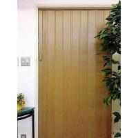 部屋の間仕切りに最適なドアです。 簡単に取付可能な窓付きタイプの間仕切りです。 キッチン・ダイニング...