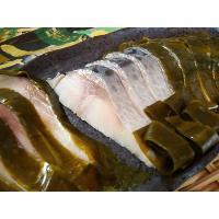 とても脂ののった旬のさばを昆布(国内産)で〆ました。 北海道産昆布の深い味わいと風味、そして新鮮で活...