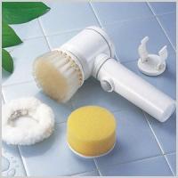 クルクル回転する電動お掃除ブラシです。 浴槽や洗面台の水アカやヌメリも、簡単にお掃除できます。 便利...